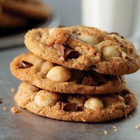 1 (24.7 oz. pkg.) Chocolate Macadamia Nut Cookies